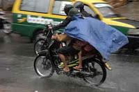 Jas Hujan Ponco Yang Berkibar